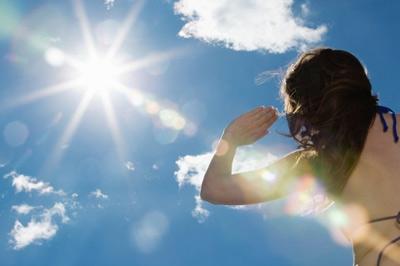 ánh nắng mặt trời làm nám da hình 2