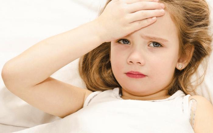 Trẻ đau đầu không sốt, cha mẹ chớ chủ quan!