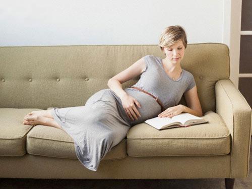 ngồi nửa mông khi mang thai hình 2