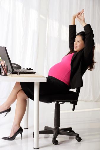tư thế ngồi không tốt cho thai nhi hình 1